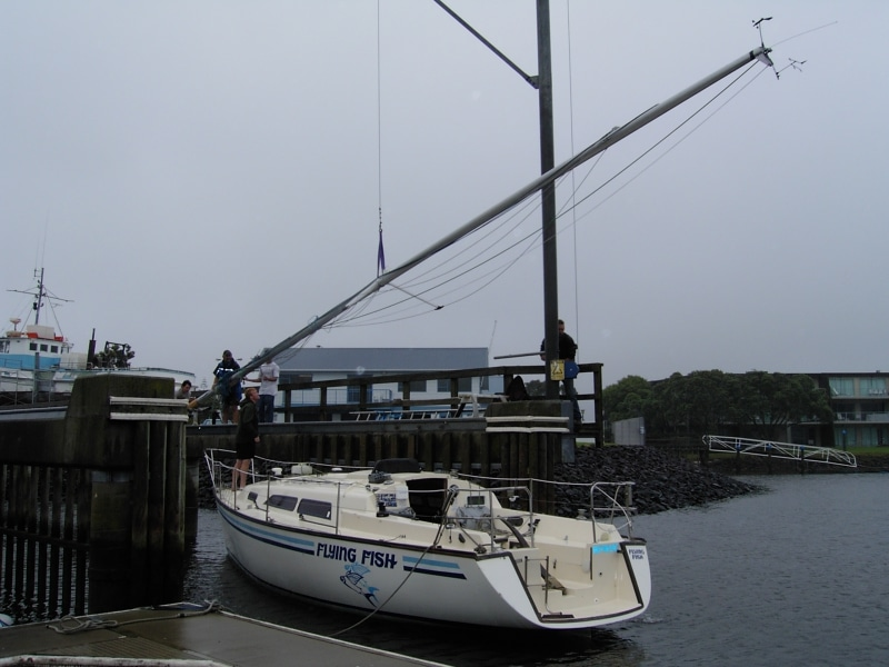 Flying Fish - using mast crane